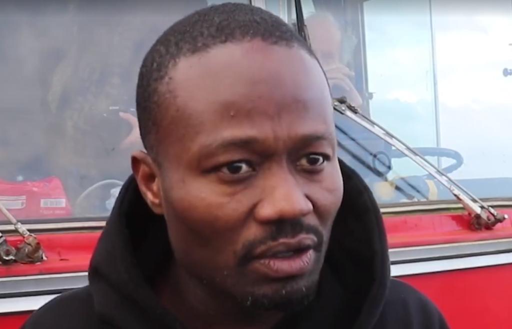 """Jerry Afriyie doet inval bij boekenbal voor """"racisten"""". En wat doet de organisatie…?"""