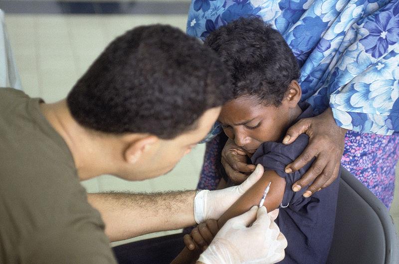 In naam van 'preventieve maatregelen van afstand' offert de WHO kinderen uit arme landen op.